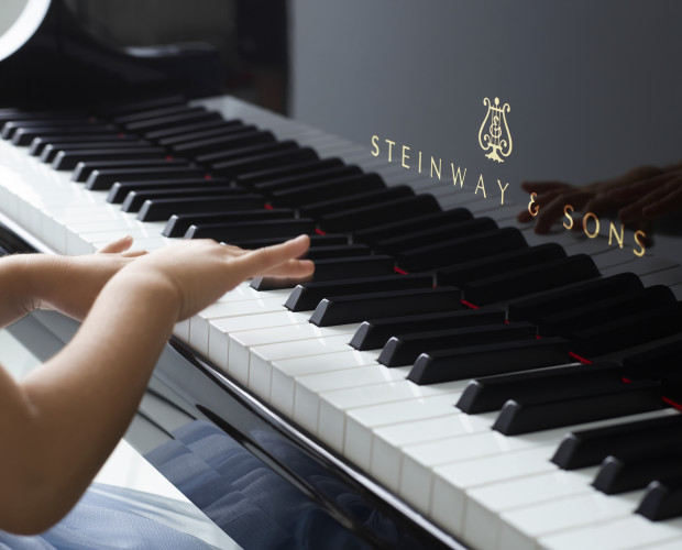 childs_hands_on_piano